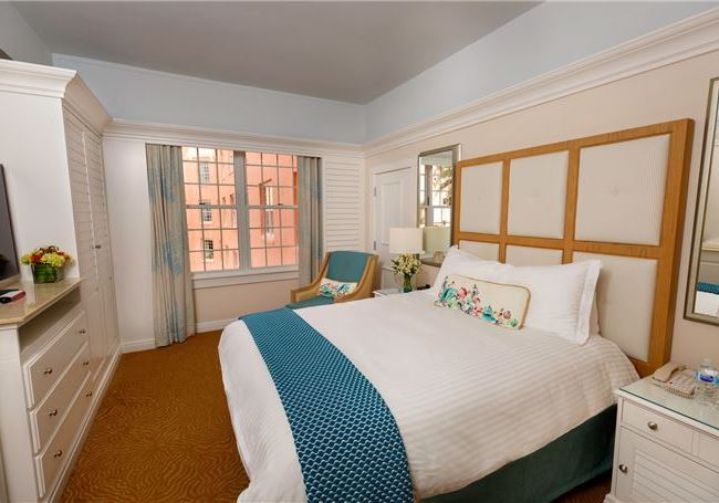 Luxury Partial Gulf View Queen Accessible - The Don CeSar, Florida
